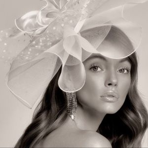 New White royal fascinator fashion hat
